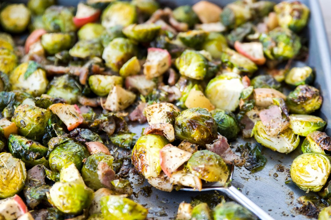 Whole30 Roasted Apple Bacon Brussels Sprouts. Otherwise known as your new favourite vegetable dish. These Whole30 Roasted Apple Bacon Brussels Sprouts are the perfect combination of sweet and salty goodness. Serve these Whole30 Roasted Apple Bacon Brussels sprouts at your next event and everyone will thank you.  #whole30 #paleo #Brusselssprouts